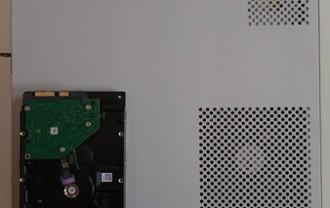 ハードディスクは1TBの物に交換します。